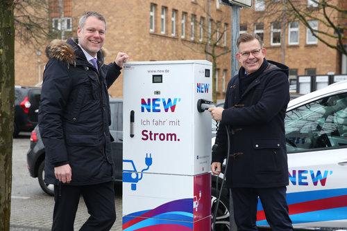 NEW nimmt zehnte öffentliche E-Ladesäule in der Region in Betrieb